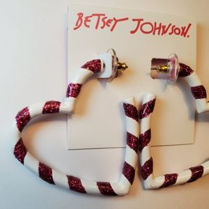 Betsey Johnson NWT valentine heart hoop earrings